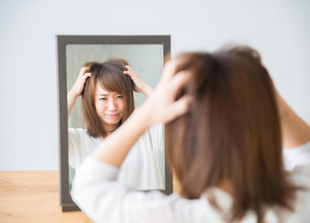 髪の表面がヨレヨレとして艶がでないイメージ